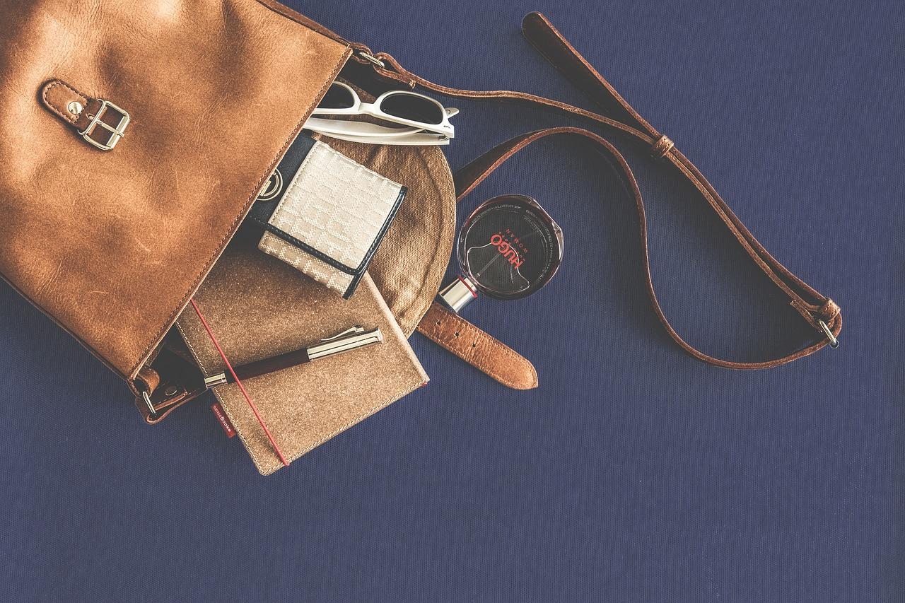 Twój portfel nie musi być nudny. Sprawdź najnowsze trendy w galanterii damskiej